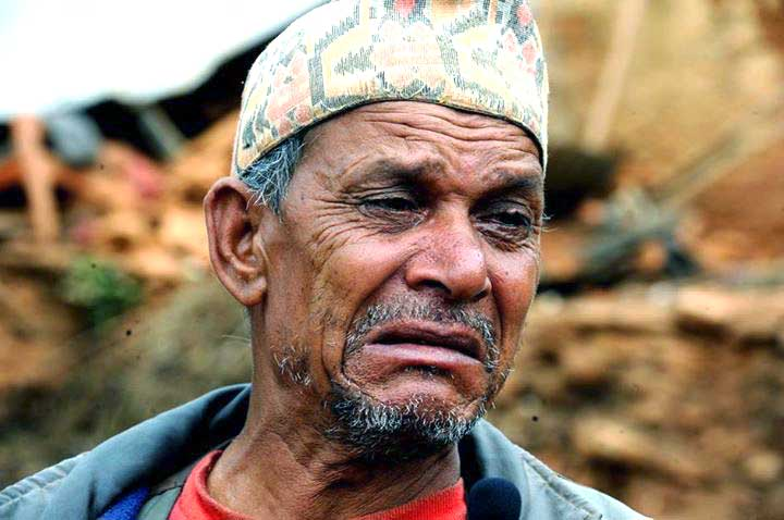 A victim of Nepal's earthquake waiting for relief materials. Photo: Nagariknews